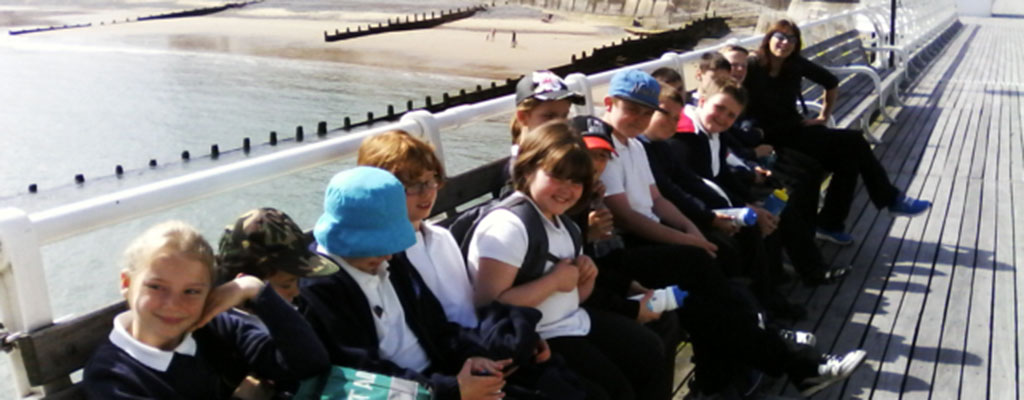 352250235681842377-pupils-on-pier